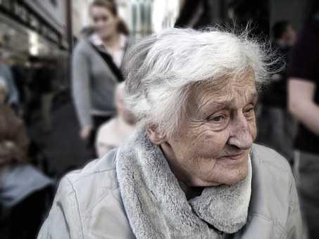 profesjonalna asystentka osoby starszej