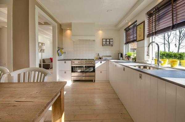 kuchnie z drewna lakierowanego