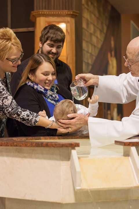 praktyczne ubranka do chrztu dla dziewczynek