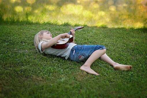 jaka gitara dla dziecka będzie najlepsza